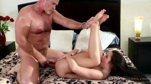 Lola shows how to achieve a wealthy man layout