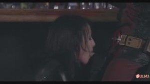 Одна из двух лесбиянок всё-таки отсосала Дэдпулу за барной стойкой