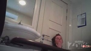 The young girl had time to go to the toilet and to masturbate