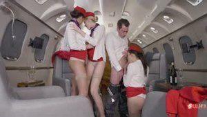 Стюардессы обслуживают чартер президента авиакомпании