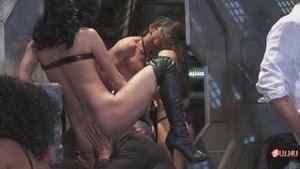 Оргия между всеми пришельцами и Людьми в чёрном, где агент Джей остаётся девушкой