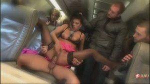 Пассажиру снится, как стюардессу ебут в салоне, а пассажиры наблюдают за происходящим