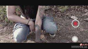 Психопат в маске насилует трёх девчонок