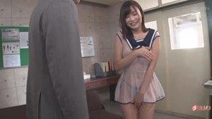 Первый день в школе, а её уже вызвали к директору...