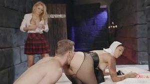 Райли Стил на сексуальном воспитании монашки Даны Весполи и Отца Маркуса Дюпри