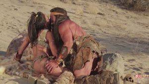 Индеец Томми Ганн и его жёны, Адрианна Луна и Кэмерон Ди, трахаются в пустыне